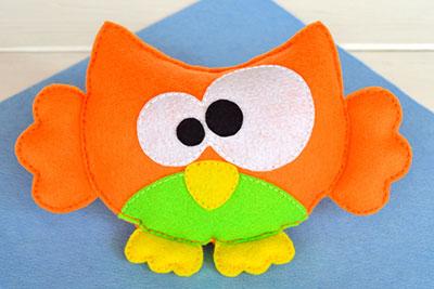 Fuzzy felt owl toy