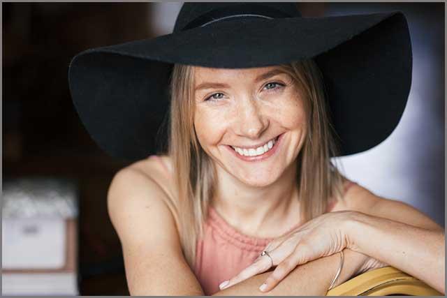 Women wearing a black felt hat