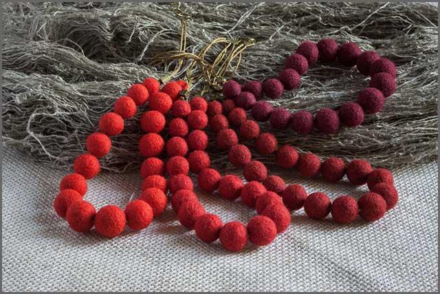 Felt wool necklace