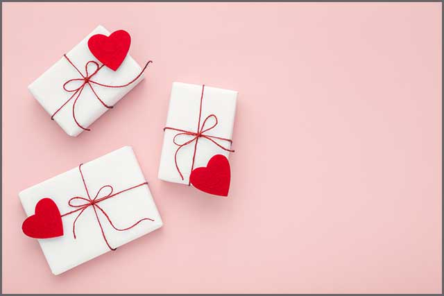 Valentine's Day boxes made of felt